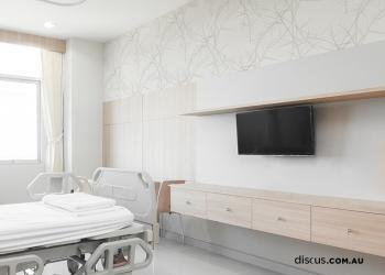 The soft, natural design of Venation Platina creates an element of calm and utilises an otherwise stark space viewable from the patient's bed.