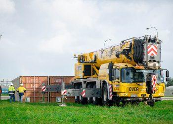crane lifting sea container perth